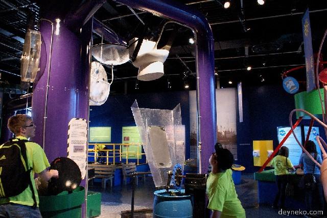 Les cadets de l'air sont en Musée des Sciences de Montréal