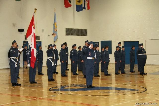 Garde-drapeaux avec la Séction 2 Arrow de l'Escadron 796