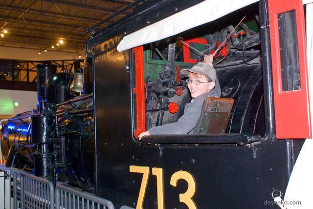 В кабине старинного паровоза, Канада