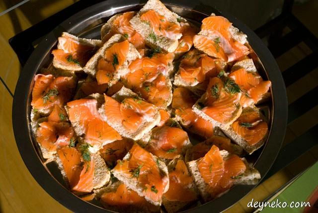 Бутеброды с соленой красной рыбой
