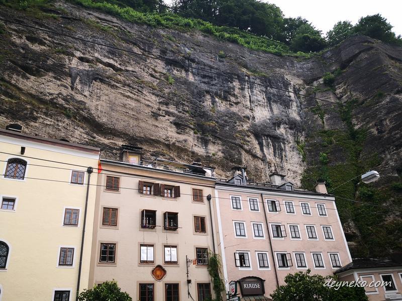 встроенное в скалу здание в Зальцбурге