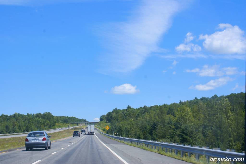 автобан в провинции Квебек южнее Монреаля