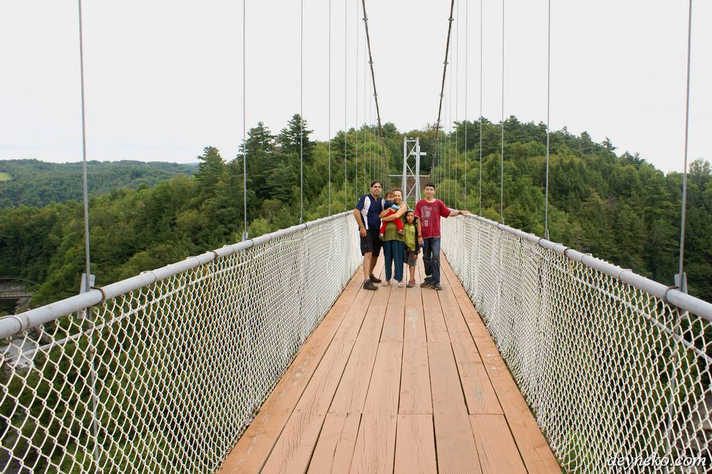 On est sur le pont suspendu - Coaticook