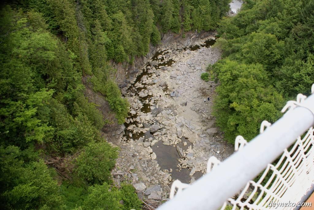 вид с самого длинного подвесного моста в Канаде