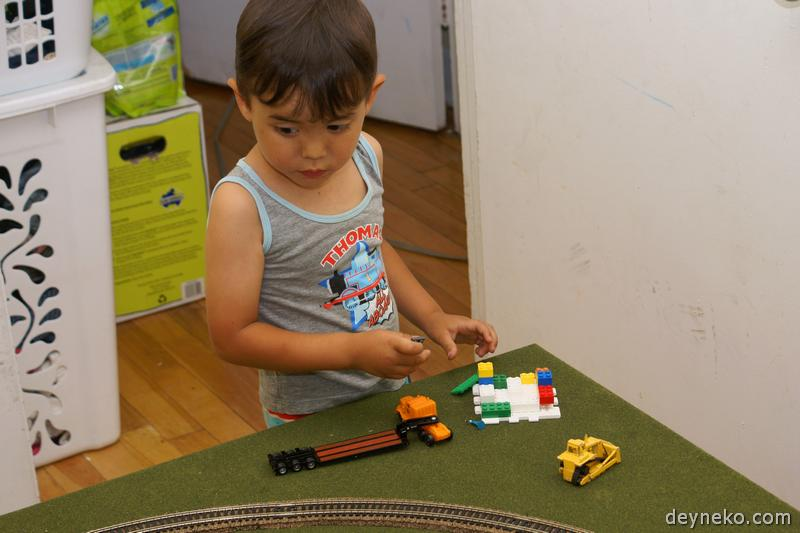 строительство игрушечного дома