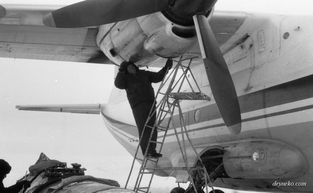Ан-12 замерз двигатель в Арктике и не запускается