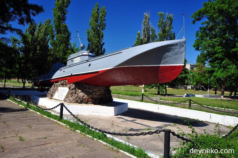 Торпедный катер на постаменте г.Очаков