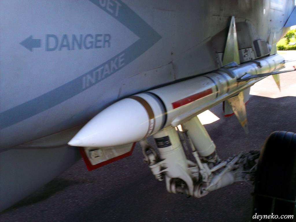 ракета которую уронили AIM-7 Sparrow