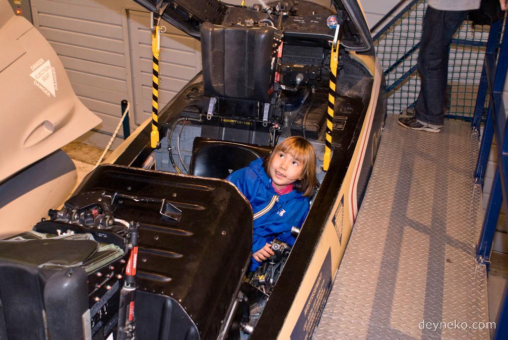 кабина тренажера истребителя Ф-18 Хорнет.