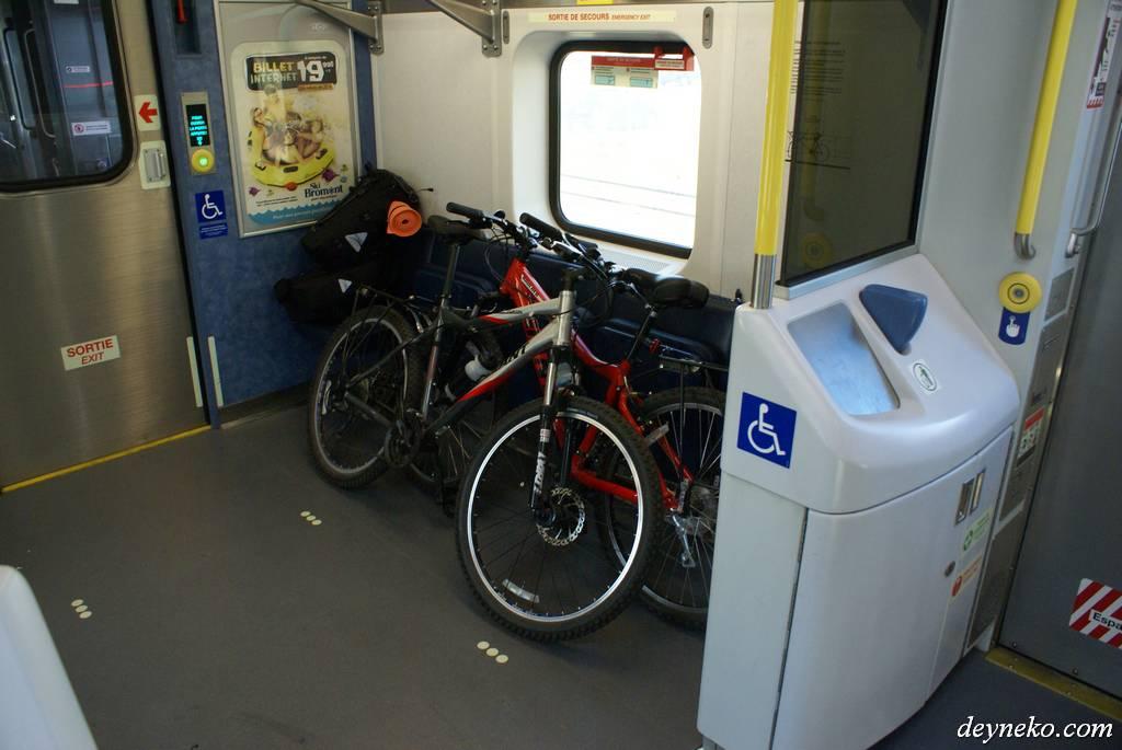 места для велосипедов в электричке Монреаля