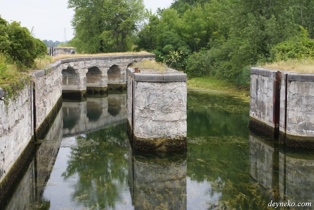 Le canal de soulanges - old gates
