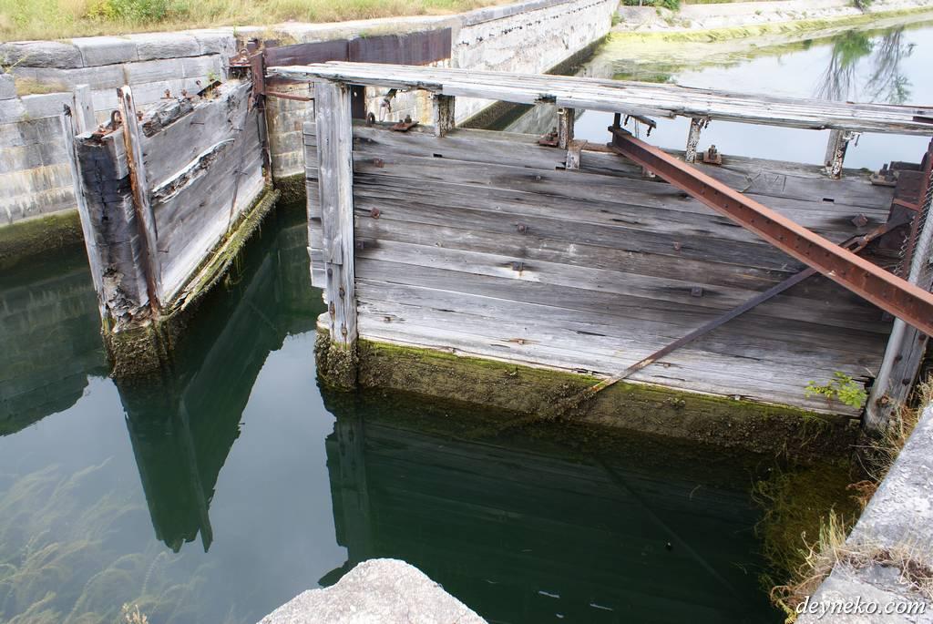 Old gates on Le canal de soulanges