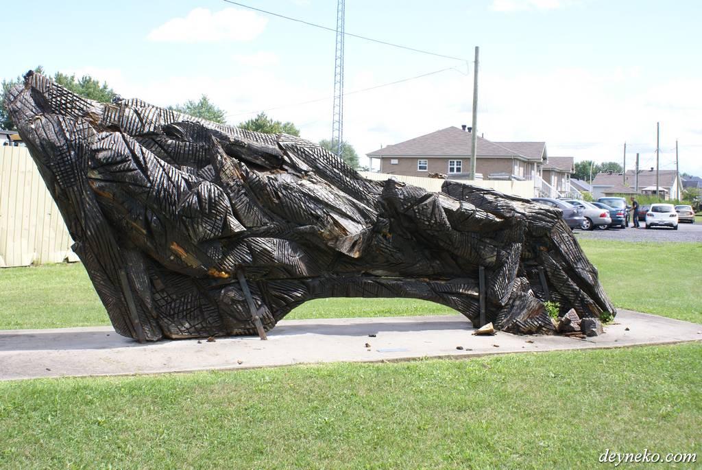 скльптура динозавра в провинции Квебек автор Friedhelm Lach