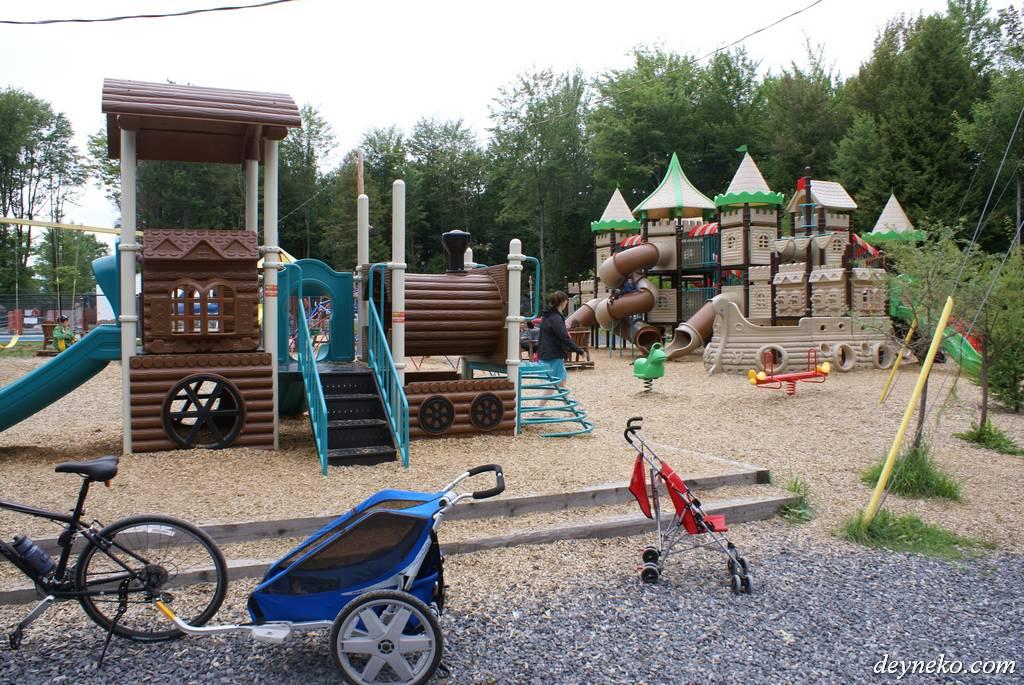 Детская площадка в кемпинге Vacances Bromon